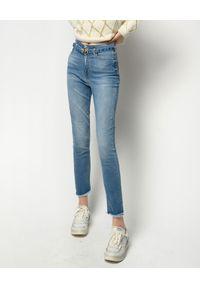 Pinko - PINKO - Błękitne jeansy Susan. Stan: podwyższony. Kolor: niebieski. Wzór: ze splotem, ażurowy. Sezon: wiosna, lato. Styl: elegancki