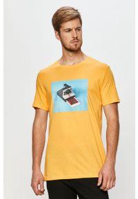 Żółty t-shirt John Frank z okrągłym kołnierzem, casualowy, z nadrukiem