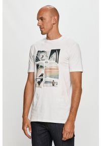 Biały t-shirt Quiksilver z okrągłym kołnierzem, z nadrukiem, casualowy, na co dzień