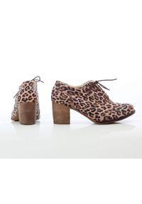Zapato - sznurowane półbuty na 6 cm słupku - skóra naturalna - model 251 - kolor panterka. Materiał: skóra. Wzór: motyw zwierzęcy. Obcas: na słupku