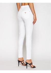 Guess Jeansy W1GA36 D4DN1 Biały Super Skinny Fit. Kolor: biały