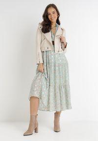 Born2be - Miętowa Sukienka Azrael. Kolor: miętowy. Długość rękawa: długi rękaw. Wzór: kwiaty, aplikacja, nadruk. Typ sukienki: kopertowe. Długość: maxi