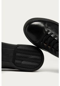 Czarne sneakersy s.Oliver na sznurówki, z okrągłym noskiem, z cholewką