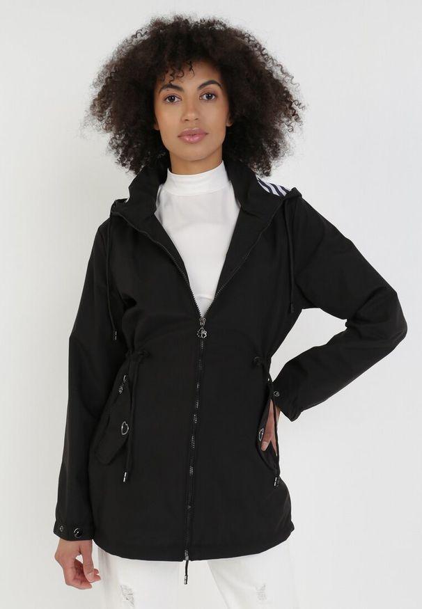 Czarna kurtka przejściowa Born2be