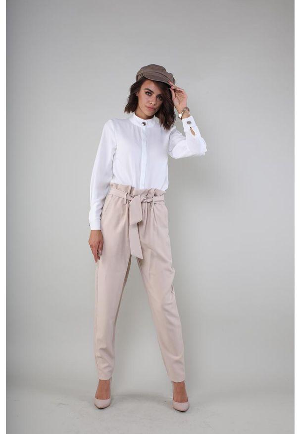 Beżowe spodnie z wysokim stanem Nommo eleganckie