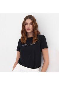 Sinsay - Koszulka z napisem - Czarny. Kolor: czarny. Wzór: napisy