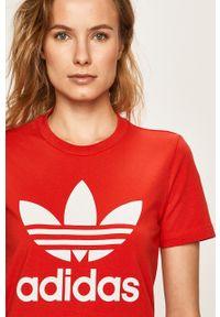 Czerwona bluzka adidas Originals na co dzień, z nadrukiem, casualowa, z okrągłym kołnierzem