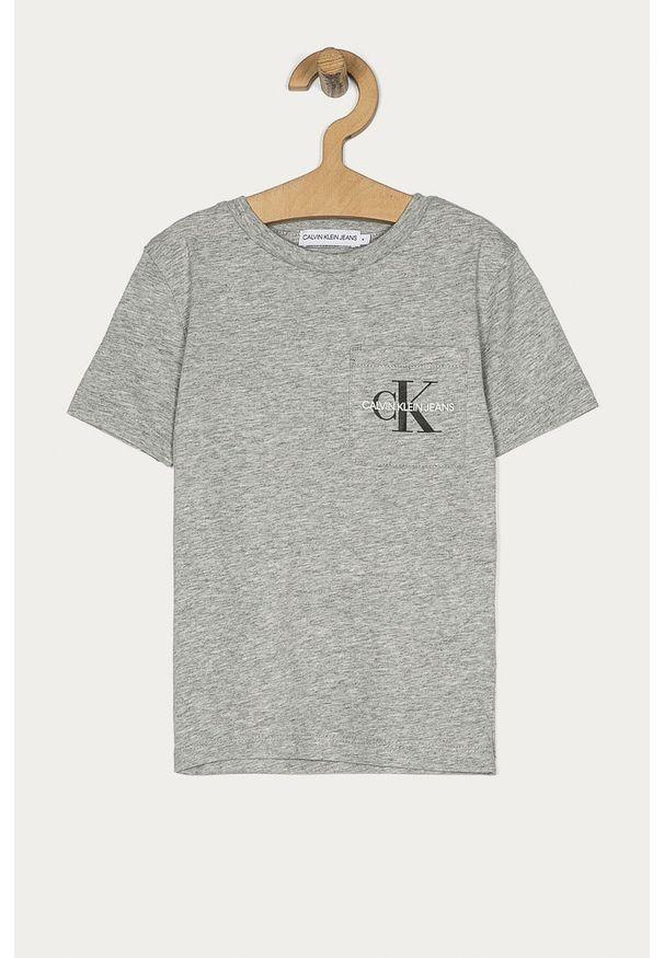 Szary t-shirt Calvin Klein Jeans z nadrukiem, casualowy