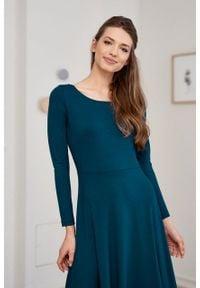 Marie Zélie - Sukienka Margarita butelkowa zieleń. Materiał: materiał, dzianina, tkanina, elastan, wiskoza. Długość rękawa: długi rękaw. Typ sukienki: trapezowe
