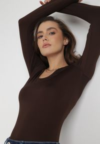 Born2be - Ciemnobrązowe Body Ocefis. Kolor: brązowy. Materiał: dzianina, skóra. Długość rękawa: długi rękaw. Długość: długie. Styl: klasyczny
