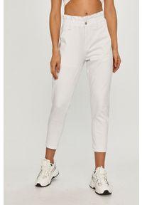 Białe jeansy loose fit Answear Lab wakacyjne, gładkie