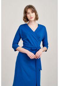 Marie Zélie - Sukienka Filomena kobaltowa. Typ kołnierza: dekolt kopertowy. Kolekcja: moda ciążowa. Kolor: niebieski. Materiał: bawełna, dzianina, materiał, elastan, tkanina, skóra. Typ sukienki: proste, kopertowe. Styl: klasyczny, młodzieżowy