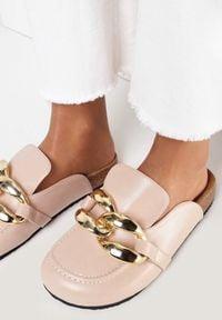 Born2be - Różowe Klapki Kallireanes. Nosek buta: okrągły. Kolor: różowy. Wzór: gładki, aplikacja