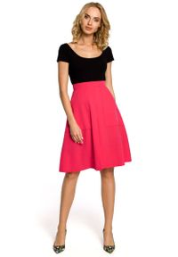MOE - Różowa Spódnica Trapezowa przed Kolano z Podwyższonym Stanem. Stan: podwyższony. Kolor: różowy. Materiał: poliester, wiskoza, elastan