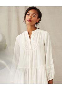 M.A.B.E - Biała sukienka midi Freya. Kolor: biały. Materiał: koronka, bawełna. Długość: midi