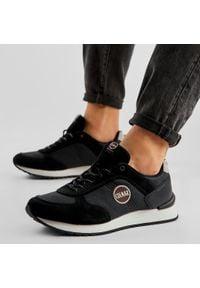 Colmar - Sneakersy COLMAR - Travis Drill 014 Black. Okazja: na co dzień, na spacer. Kolor: czarny. Materiał: zamsz, nubuk, skóra. Szerokość cholewki: normalna. Styl: casual, sportowy, klasyczny, elegancki