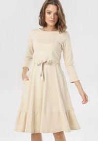 Born2be - Jasnobeżowa Sukienka Vivialin. Kolor: beżowy