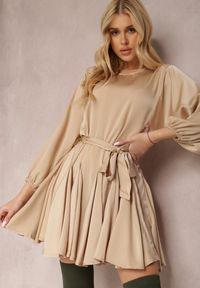 Renee - Beżowa Sukienka Godynore. Okazja: na co dzień. Kolor: beżowy. Materiał: satyna, materiał. Styl: wizytowy, elegancki, casual. Długość: mini