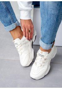 Casu - Kremowe buty sportowe sneakersy sznurowane casu 20p13/w. Okazja: na co dzień. Kolor: kremowy, beżowy. Materiał: skóra ekologiczna, materiał. Szerokość cholewki: normalna