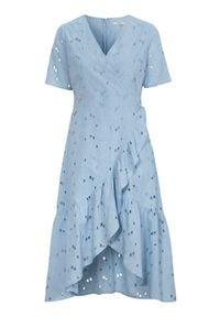 Cellbes Sukienka kopertowa z haftem angielskim błękitny female niebieski 48. Typ kołnierza: dekolt w serek. Kolor: niebieski. Długość rękawa: krótki rękaw. Wzór: haft. Typ sukienki: kopertowe