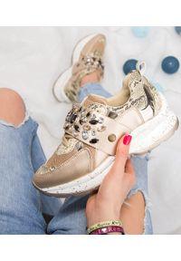 Złote buty sportowe FOREVERFOLIE trekkingowe, z aplikacjami, z paskami