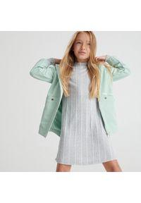 Reserved - Dzianinowa sukienka - Jasny szary. Kolor: szary. Materiał: dzianina
