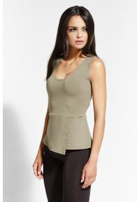 Dursi - Oliwkowa Bluzka Bez Rękawów z Asymetryczną Baskinką. Kolor: oliwkowy. Materiał: wiskoza, elastan. Długość rękawa: bez rękawów