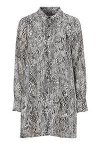 Cellbes Rozszerzana koszula Czarny biały female czarny/biały 54/56. Kolor: wielokolorowy, biały, czarny. Materiał: tkanina. Długość: długie. Styl: elegancki