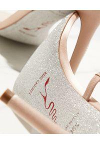 RENE CAOVILLA - Beżowe sandały na szpilce Bessie. Zapięcie: pasek. Kolor: beżowy. Materiał: jedwab, satyna. Wzór: paski. Obcas: na szpilce. Wysokość obcasa: średni #6