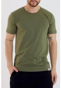 Brązowy t-shirt IVET na co dzień, klasyczny