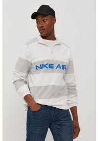 Nike Sportswear - Bluza bawełniana. Okazja: na co dzień. Kolor: biały. Materiał: bawełna. Długość: krótkie. Wzór: nadruk. Styl: casual