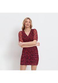 Czerwona sukienka Mohito kopertowa