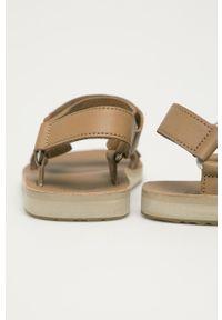 Brązowe sandały Teva na obcasie, gładkie, na rzepy, na niskim obcasie