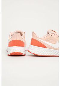 Pomarańczowe buty sportowe Nike z cholewką, na sznurówki