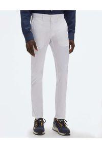 North Sails - NORTH SAILS - Białe spodnie Slim-fit Chinos. Kolor: biały. Materiał: len, materiał. Wzór: aplikacja