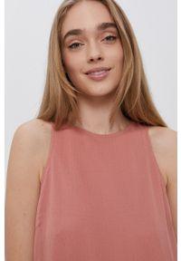 Vero Moda - Sukienka. Kolor: różowy. Materiał: tkanina, poliester. Typ sukienki: rozkloszowane