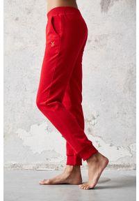 Czerwone spodnie dresowe Cardio Bunny gładkie