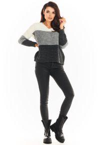 Awama - Trójkolorowy Sweter z Dekoltem V - Szary. Kolor: szary. Materiał: poliester, poliamid