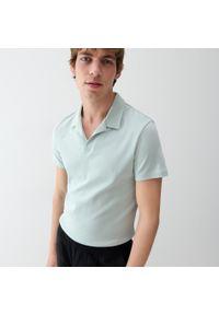 Reserved - Koszulka polo z wykładanym kołnierzykiem - Zielony. Typ kołnierza: polo. Kolor: zielony