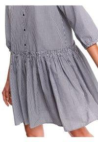 TOP SECRET - Sukienka koszulowa w kratę. Okazja: na co dzień. Typ kołnierza: kołnierzyk koszulowy. Kolor: czarny. Długość rękawa: krótki rękaw. Sezon: jesień. Typ sukienki: koszulowe. Styl: casual