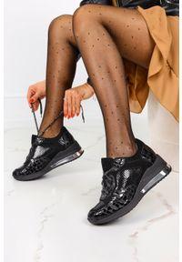 Casu - Czarne sneakersy na koturnie buty sportowe sznurowane polska skóra casu 07550/1910/19/809/004. Kolor: czarny. Materiał: skóra. Obcas: na koturnie