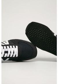 Armani Exchange - Buty. Nosek buta: okrągły. Zapięcie: sznurówki. Kolor: czarny. Materiał: guma
