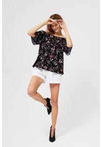 Czarna bluzka MOODO z dekoltem typu hiszpanka