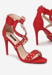 Renee - Czerwone Sandały Chapter 26. Zapięcie: pasek. Kolor: czerwony. Wzór: paski, aplikacja. Obcas: na szpilce