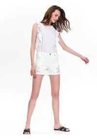 TOP SECRET - Jeansowe szorty. Okazja: do pracy, na plażę. Kolor: biały. Materiał: jeans. Długość: krótkie. Wzór: aplikacja, ażurowy. Sezon: lato