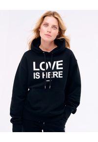 PAPROCKI&BRZOZOWSKI - Czarna bluza LOVE IS HERE. Kolor: czarny. Materiał: bawełna, materiał. Wzór: nadruk. Styl: klasyczny