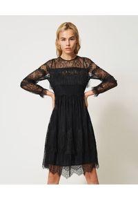 TwinSet - Tiulowa sukienka z koronką i frędzlami Twinset. Kolor: czarny. Materiał: tiul, koronka. Długość rękawa: na ramiączkach. Wzór: koronka. Typ sukienki: proste