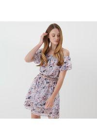 Mohito - Sukienka z falbaną Eco Aware - Różowy. Kolor: różowy