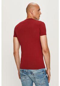 Czerwony t-shirt Emporio Armani z okrągłym kołnierzem