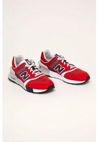 Czerwone sneakersy New Balance z cholewką, z okrągłym noskiem, na sznurówki